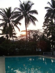 Vychod slunce rano u bazenu