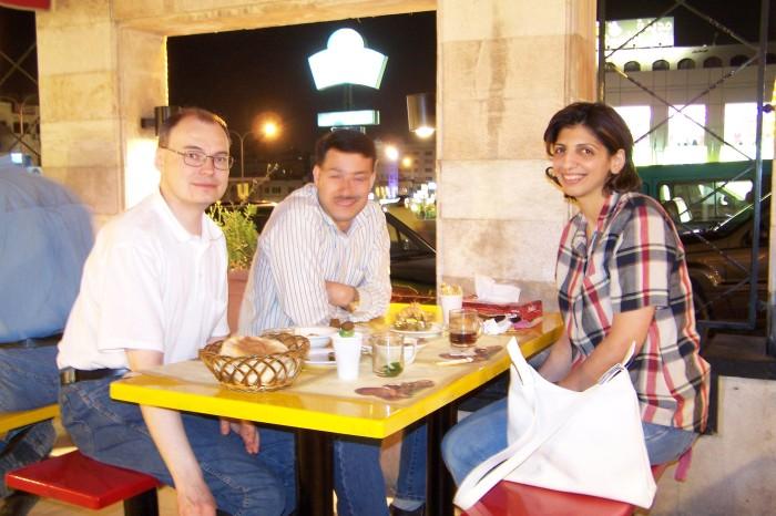 Pratele u falafelu, Amman